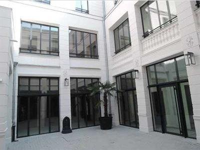 PARIS 10 - 75010 <br>Bureaux &agrave; vendre 143 m²