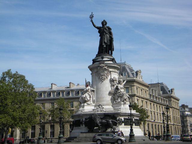 PARIS 10 - 75010 Bureaux à vendre 130 m²