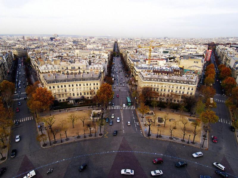Implanter ses bureaux en banlieue ou dans Paris intramuros?